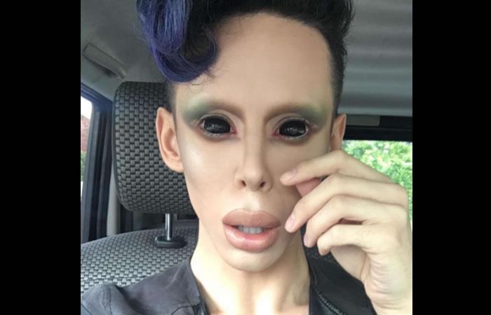 Youtuber se hace más de 110 cirugías para parecerse a un extraterrestre