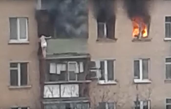 Mujer salta de un octavo piso y sobrevive a la caída. Foto: YouTube.