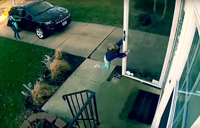 Viral: Potente ráfaga de viento arrastra a una menor de 4 años