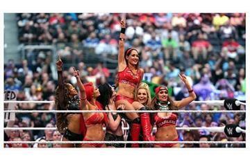 WWE: Se filtran fotos desnudas de Sexy Diva y podría ser despedida