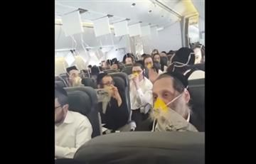 Pasajeros rezan atemorizados mientras avión aterriza de emergencia