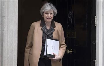 Primera ministra británica convoca a una reunión de emergencia