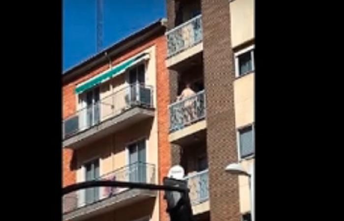 Viral: Captan a una pareja teniendo relaciones en un balcón