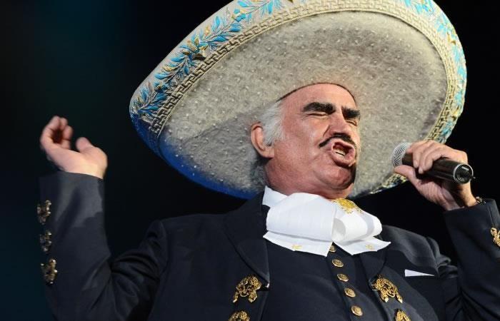 Vicente Fernández: Su hijo desmiente que el cantante esté hospitalizado