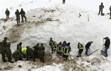 Japón llora la muerte de ocho jóvenes por una avalancha