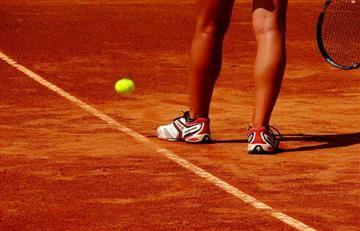 Instructora de tenis es detenida por mantener relaciones con menor de edad