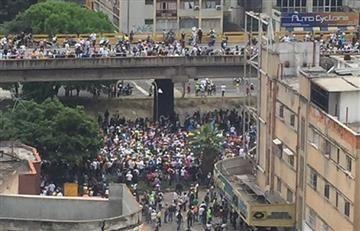 Venezuela vive una ola de enfrentamientos durante protestas