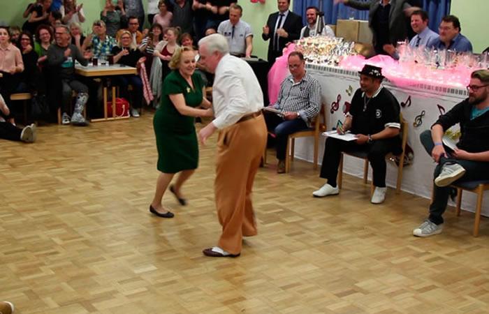 El baile de una pareja de abuelos que revoluciona las redes