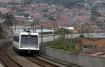 En Medellín una modelo se lanzó a la vía del Metro