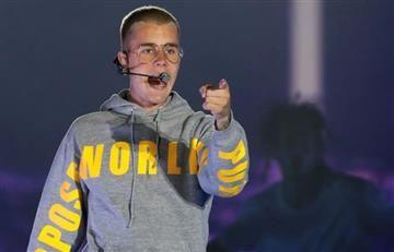 Justin Bieber llega a Bogotá y se divierte jugando golf