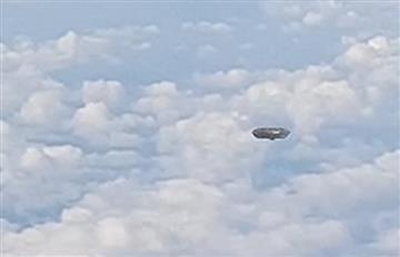 España: OVNI es captado desde un avión por un pasajero
