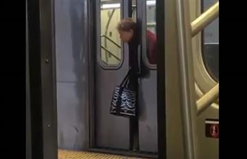 Video: Mujer queda atrapada en el metro de Nueva York