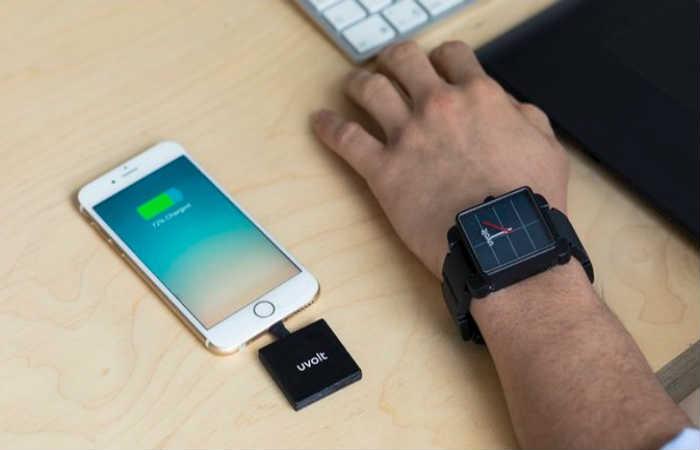 Colombiano crea Uvolt Watch, el reloj que sirve para cargar celulares