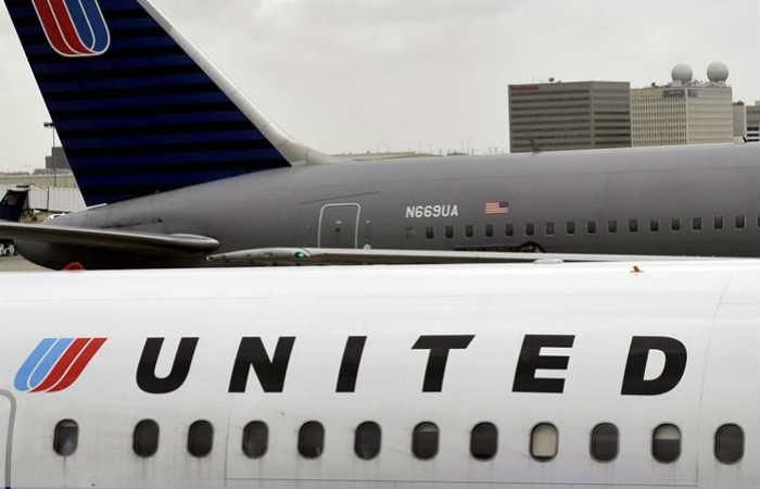 United Airlines expulsa de un avión a una pareja
