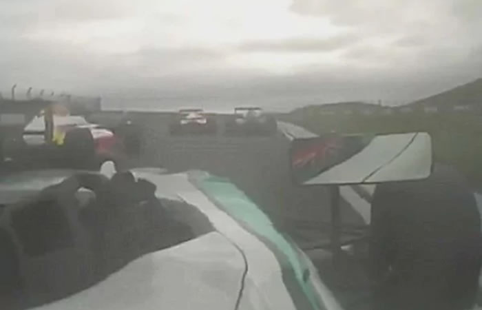Video: El brutal accidente que paralizó la fórmula 4