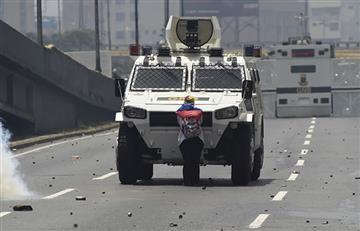 Venezuela: La mujer que se atrevió a parar una tanqueta durante las protestas