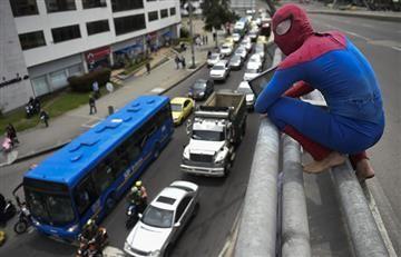 """""""Spiderman"""" dejó Nueva York y ahora pasea por los cielos de Bogotá"""