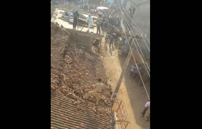 Leopardo ataca a un policía. Foto:Youtube