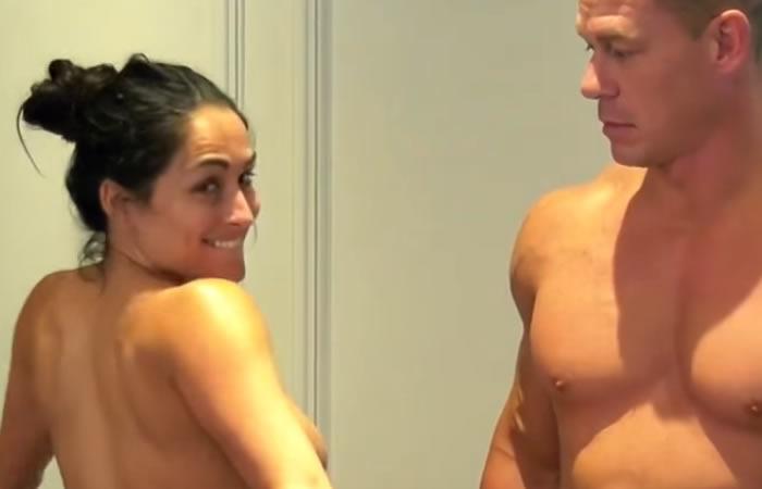 Nikki Bella y Jhon Cena se desnudan para celebrar 500 mil suscriptores