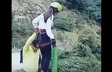 Youtube: Joven boliviana saltó en bungee jumping y cayó al río