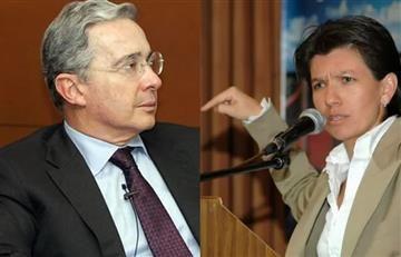 Claudia López denuncia a Uribe por injuria y calumnia