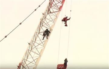 Video: El rescate de una mujer atrapada en una grúa de 20 pisos
