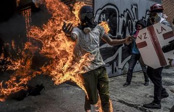 Venezuela: Manifestante se prende fuego en Caracas