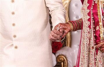 India: Novias reciben palas de madera para defenderse de sus esposos