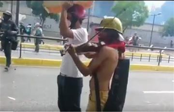 Venezuela: El violinista que tocó en medio de la represión
