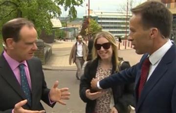 Reportero de la BBC toca el pecho de una mujer 'en vivo'