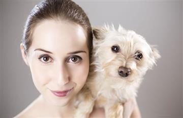 Estudio revela que los perros pueden 'hablar' con los humanos, especialmente con las mujeres