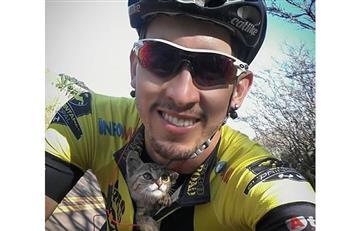 Ciclista rescata a gatico en plena carretera y conmueve las redes