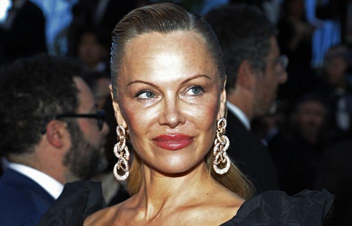 Pamela Anderson y su diferente apariencia en la alfombra de Cannes