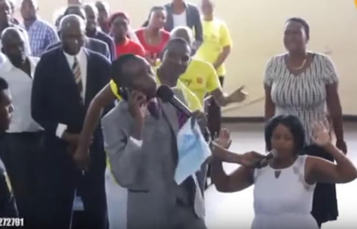 Video: Pastor asegura estar hablando con Dios vía telefónica