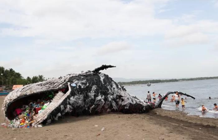 Filipinas: Ballena muerta llena de basura crea conciencia
