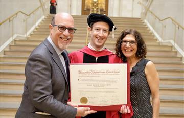 Mark Zuckerberg se graduó en Harvard después de 12 años