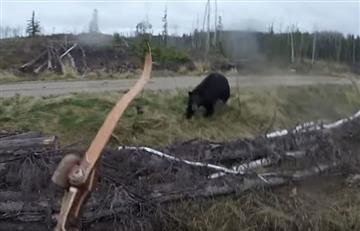 YouTube: Cazador graba aterrador momento en que es atacado por un oso