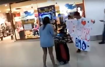 YouTube: Declara su amor en un aeropuerto y recibe esta sorprendente respuesta