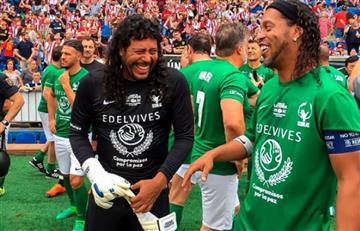 Ronaldinho e Higuita se roban el show en el partido del Atlético de Madrid