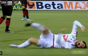 La 'exagerada actuación' de un futbolista que se hace viral en redes