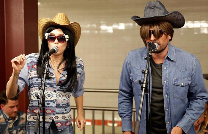 Miley Cyrus y Jimmy Fallon son la sensación en el metro de Nueva York