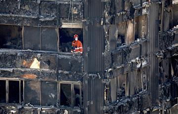 Londres: Aumentan a 58 las víctimas por incendio en edificio