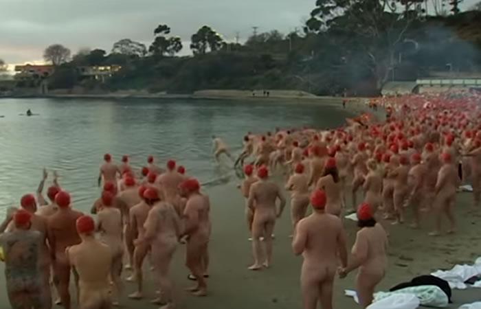 Twitter: Australianos recibieron el solsticio al desnudo