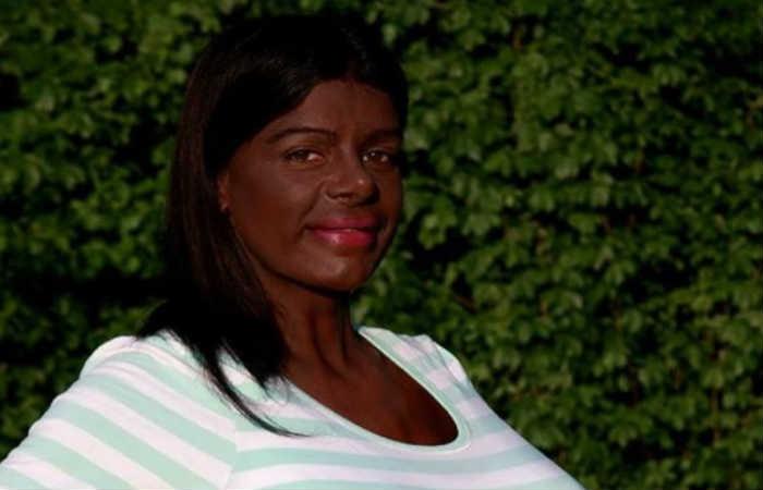Martina Big, la mujer con el busto más grande, se volvió morena