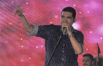 Video: Peter Manjarrés provoca tremendo 'besatón'