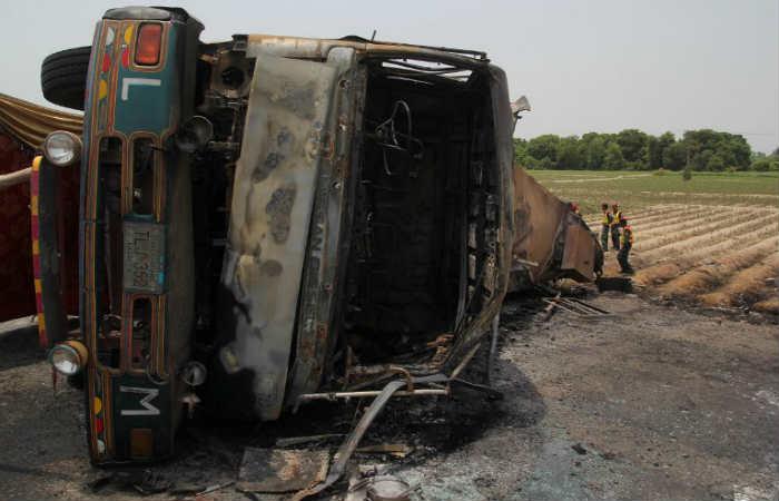 Pakistán: Mueren más 100 personas por explosión de un camión