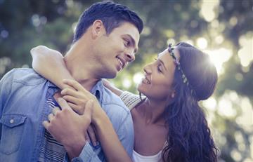 Cinco señales de que tu novio fantasea como loco contigo