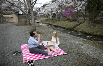 Japoneses aseguran encontrar el amor en las muñecas de silicona
