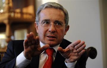 Álvaro Uribe es burlado en redes por su anécdota en Carulla