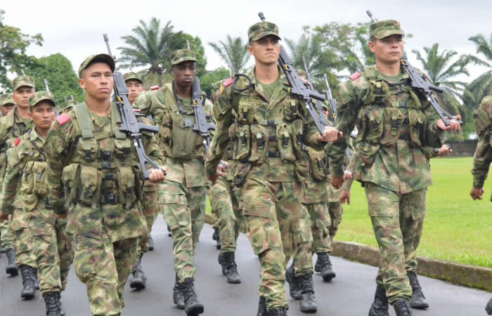 Debate: ¿Deberían los militares poder elegir y ser elegidos?